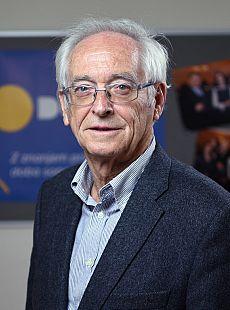 dr Peter Stanovnik